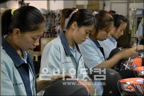 ▲ [자료사진] 중국 진출 한국기업의 공장 근로자들